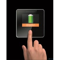 Niewielki wyświetlacz dotykowy pozwalający kontrolować bieżący stan systemu, poziom naładowania baterii, etc